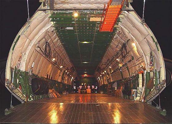 Огромный Ан-225 внутри