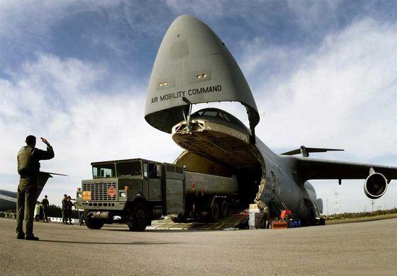 Огромный Lockheed C-5 Galaxy используется в военных целях
