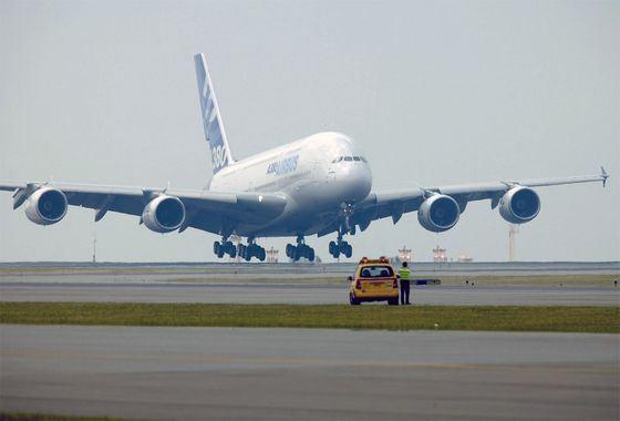 Airbus A380 сегодня считается самым большим пассажирским самолетом в мире